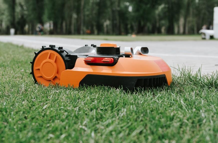 Le robot tondeuse : un appareil indispensable pour votre jardin